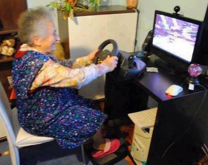 Они даже осваивают новые технологии Веселые, бабуськи, пенсия, прикол, старость, фото, юмор