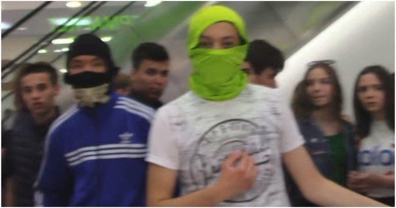 Видеоблогер столкнулся с бандой подростков «АУЕ» в саратовском торговом центре ауе, банда, видео, конфликт, россия, саратов, торговый центр, школьники