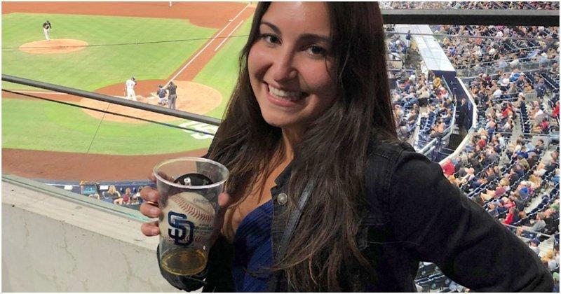 Бейсбольный мяч залетел в пивной стакан болельщицы во время матча бейсбол, видео, девушка, мяч, пиво, повезло, прикол, стакан, сша