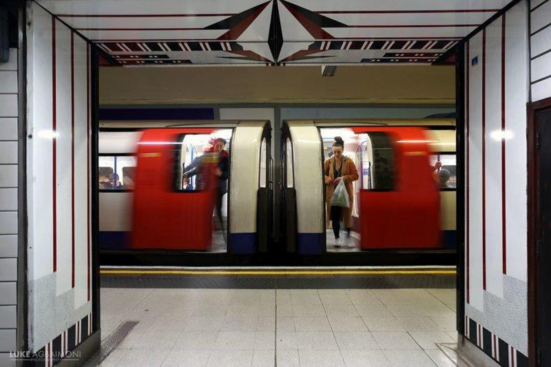 Leicester Square Station железная  дорога, лондон, метро, подземка, симметрия, станции метро, транспорт, фотопроект
