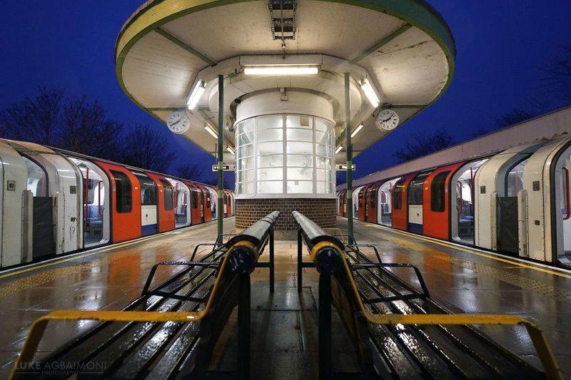 Hainault Station железная  дорога, лондон, метро, подземка, симметрия, станции метро, транспорт, фотопроект