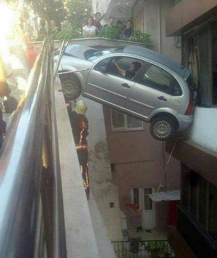 Как так-то? авто, гении парковки, мастера парковки, парковка, припарковались, удачно стоит