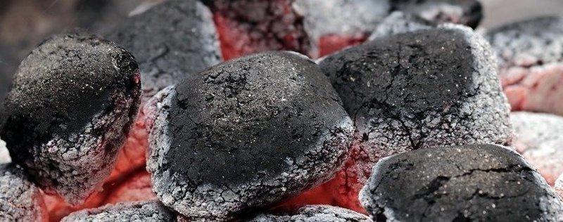 Жарить нужно только на углях, которые покрылись пепельной пленкой, через которую видна раскаленная сердцевина вредные советы, идиотизм, как запороть шашлык, мастер жарки шашлыков, тупость, шашлыки