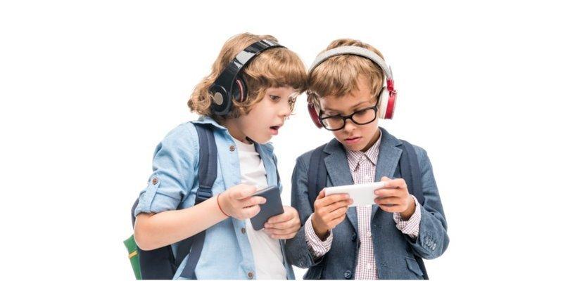 Французы запретили школьникам пользоваться мобильными телефонами ynews, запрет на мобильные телефоны, франция, школа