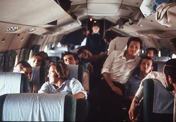 8. Последний снимок пассажиров рейса FH-227 уругвайских ВВС, потерпевшего крушение в Андах 13 октября 1972 г. Из 45 человек выжили 27. Им пришлось питаться трупами. Через 72 дня спасатели нашли в живых 16 человек жуткие моменты, за мгновение до, за секунду до, за секунду до смерти, катастрофы, печальные кадры, трагедии