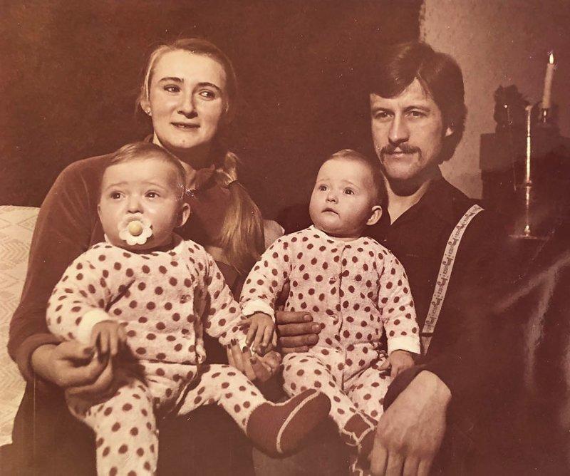 Габриэле на руках у отца малыши, младенцы, отцы и дети, папа и ребенок, родительская любовь, семейная фотография, семейный альбом, фото семьи