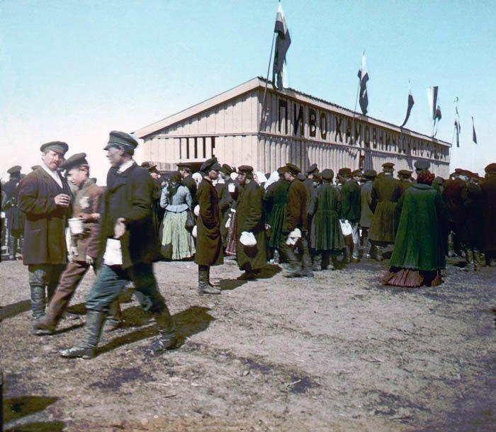 Раздача пива на Ходынском поле во время коронации Николая II 30 мая 1896 года. Москва, 1896 г  история, прошлое, фото