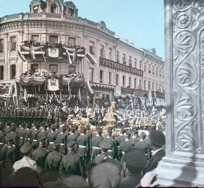 Процессия возле гостиницы Париж на коронации Николая II. Москва, 1896 г.  история, прошлое, фото