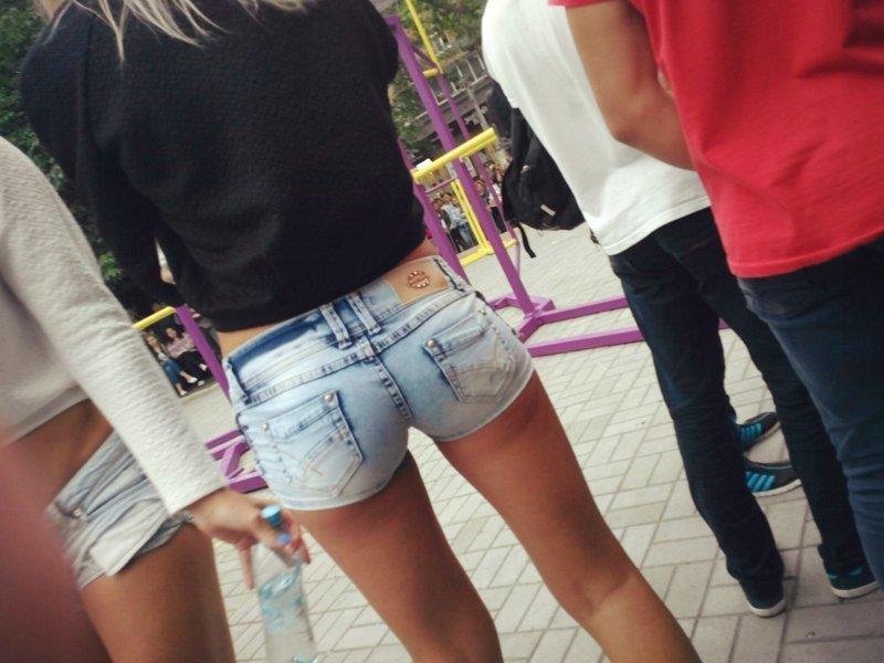 Булки на прогулке: пост о моде на короткие шорты Стройные, булки, девушки, лето, мода, фигура, шорты, юмор