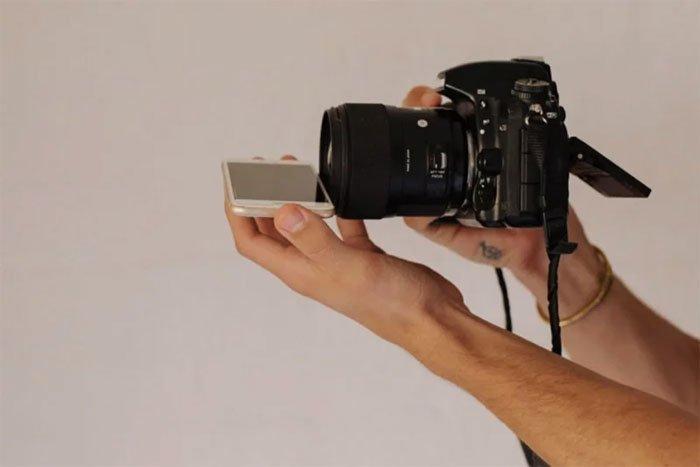 """""""Поместите телефон экраном вверх в горизонтальной плоскости у нижней части объектива фотокамеры"""" интересно, искусство фотографии, свадебный фотограф, трюк, уловка, фотограф, фотография, хитрый способ"""