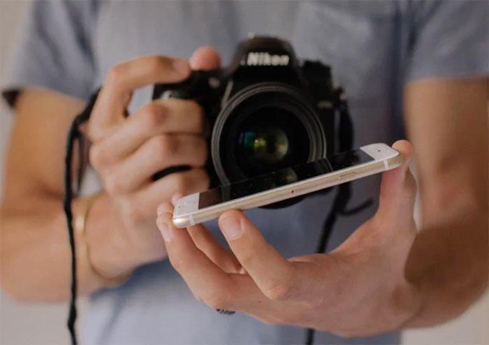 """""""Когда посмотрите в видоискатель, то увидите отражение части снимаемой сцены в нижней части изображения"""" интересно, искусство фотографии, свадебный фотограф, трюк, уловка, фотограф, фотография, хитрый способ"""