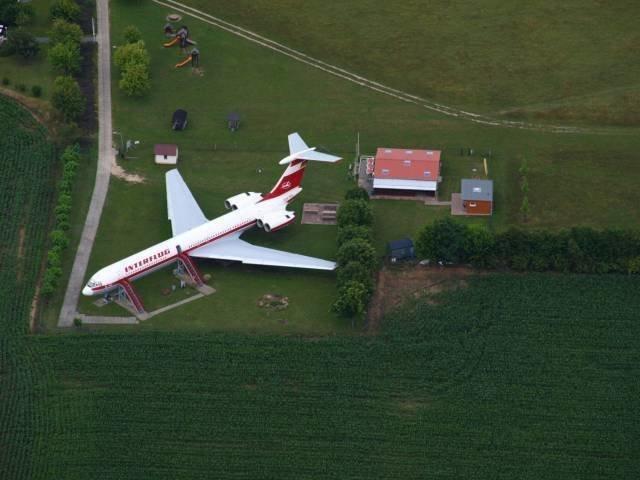 У кого-то на даче припаркован самолёт занимательно, знаем чуть больше, интересно, прикол, теперь всё видели