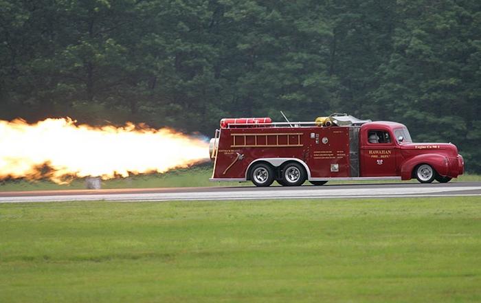 Скоростная пожарная машина с реактивным двигателем. Cкорость 655 км/час занимательно, знаем чуть больше, интересно, прикол, теперь всё видели