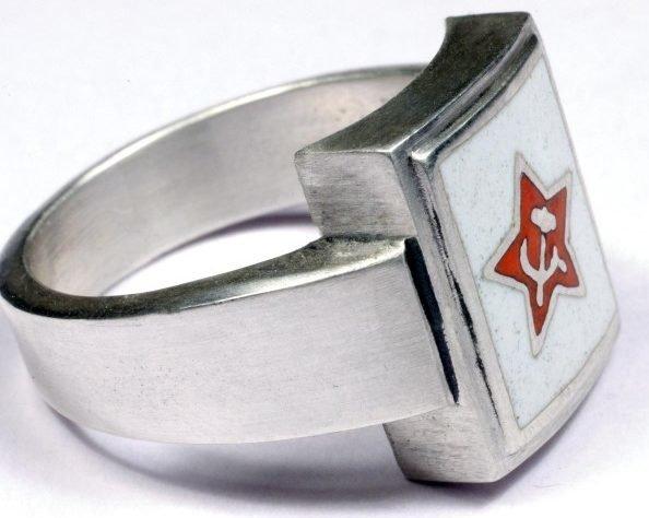 Перстни со щитками на советскую тематику с использованием цветной горячей эмали изготовлены из серебра 835-й пробы. Красной Армии, СССР, кольца, перстни