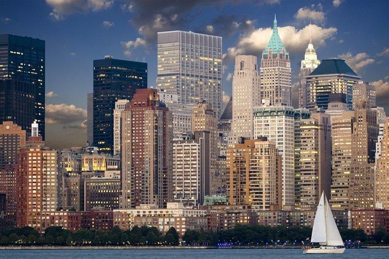 По всему миру на сегодня выстроено 4280 небоскребов выше 150 м.  Лидеры по таким зданиям - Китай (1672) и  США (740). Россия занимает 17-е место в рейтинге, имея на своей территории 40 высотных зданий интересное, мир, факты, цифры