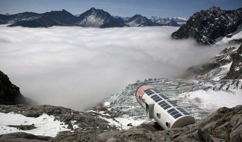 Refuge Gervasutti - убежище для альпинистов в Альпах дом, интересное, красиво, обрыв, строения