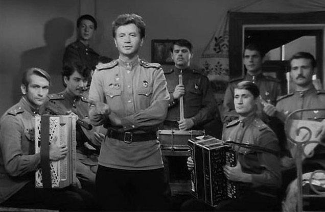 Фильм « В бой идут одни старики» не дословное художественное воспроизведение судьбы конкретной эскадрильи, но талантливая киноработа, основанная на кропотливом изучении судеб реальных советских героев-летчиков. Быков, в бой идут одни старики, кино, прототипы персонажей