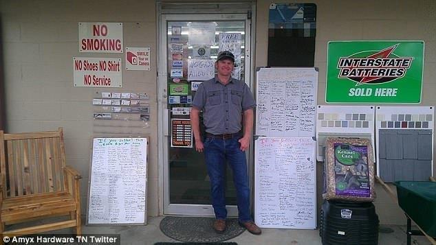 """Владелец магазина в Теннесси разместил табличку """"Геям вход воспрещен"""" ynews, вход запрещен, гомосексуализм, гомофоб, гомофобия, жизнь в сша, запрет, сша"""