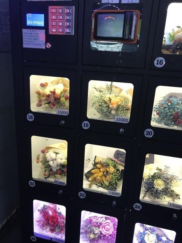 17. В Южной Корее нашелся автомат по продаже цветочных букетов Вендинговые автоматы, С миру по нитке, вендинговый аппарат, вот это да!, до чего техника дошла, познавательно, торговые автоматы, торговый автомат