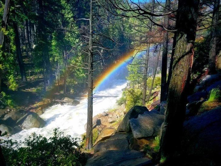 Радуга, встретившаяся по пути к водопадам Вернал и Невада в мире, вещи, красота, люди, природа, удивительно