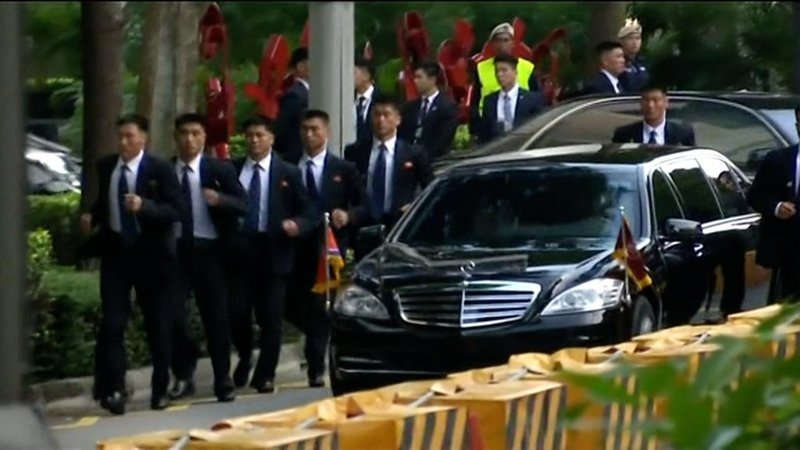 Вся правда о бегущих телохранителях Ким Чен Ына в мире, ким чен ын, познавательно, телохранитель, факты