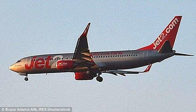 Анал фистинг секс с пассажиркой самолета фото без трусов порно
