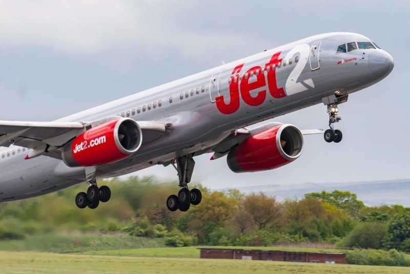 Пассажир взорвал секс-куклу в самолете на Ибицу belfastairport, ynews, дебоширы на борту, пассажир, полет, самолет, секскукла
