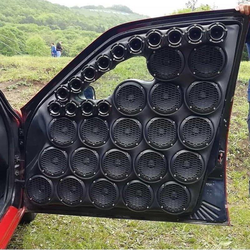 1. Любителям громкой музыки посвящается авто, машины, переборщили, смешно, тюнинг, тюнинг авто, фото