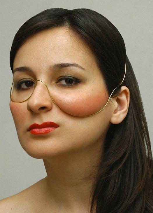 8. Еще один способ, помогающий менять внешность - специальные украшения косметология, кошмар, процедуры, спа-процедуры, тренды красоты, ужас, фото