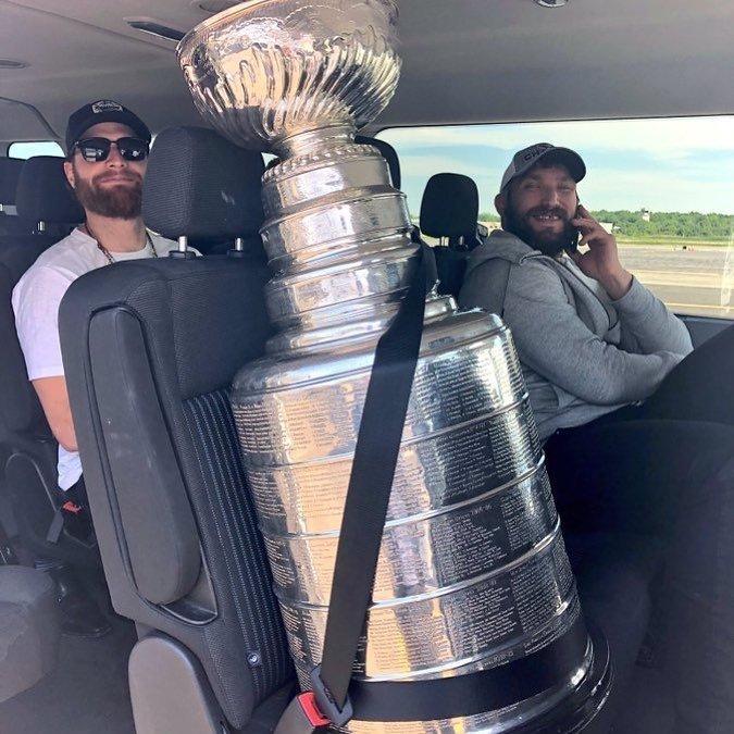 Овечкин переспал с Кубком Стэнли и стал мемом StanleyCup, кубок стэнли, мем, овечкин, победа, спорт, хоккей