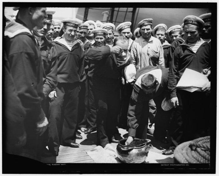 Выдача водки нижним чинам крейсера I ранга «Дмитрий Донской», 1893 год. водка, вокруг света, история, россия