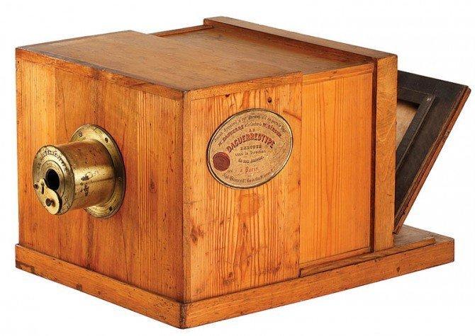 6. Старинная камера и современный фотоаппарат время, изменения, история, новые разработки, прогресс, сообразительность