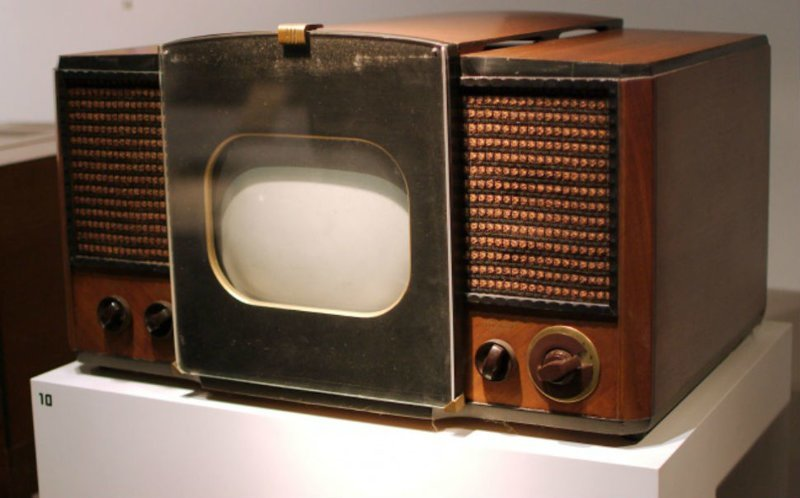 2. Телевизор 1946 года и современный телевизор время, изменения, история, новые разработки, прогресс, сообразительность