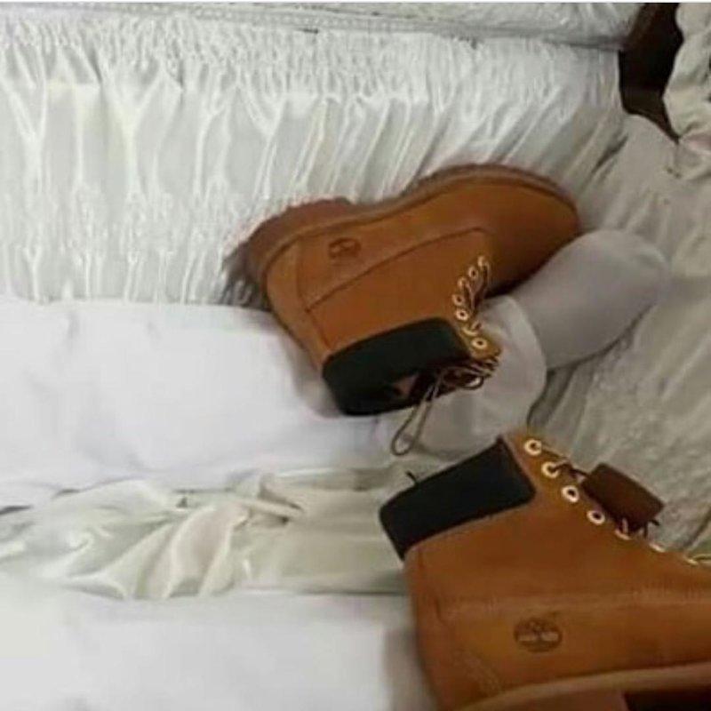 Перед кремацией мужчину обмыли в шампанском Moet и положили в позолоченный гроб в драгоценностях на 100 тысяч долларов. истории, миллионер, причуды богатых, шерон сухедо