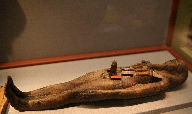 А вот это просто Осирис.  Вотивная фигурка Осириса с фаллосом. Глина. X-VII вв. до н.э.  древний египет, интересно, история