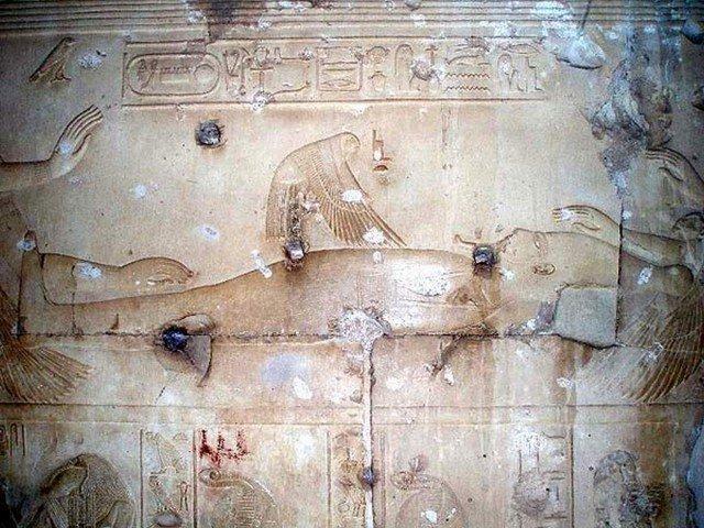 «Ладно, обнаженных древнеегипетских красоток ты нам показал,» - возмутится один из читателей, - «а где же обещанный секс?!»  Ну раз обещал – куда деваться: держите. Самая пожалуй разнузданная сцен божественного секса. Прямо репортаж с места зачатия. древний египет, интересно, история