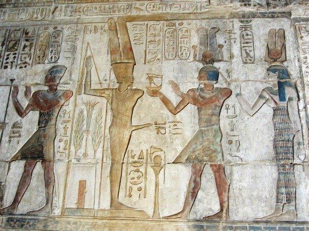 А мы с вами прямо сейчас познакомимся с одноруким древнеегипетским божеством плодородия Мином.   Почему однорукий? Смотрите сами.  Роспись гробницы древний египет, интересно, история