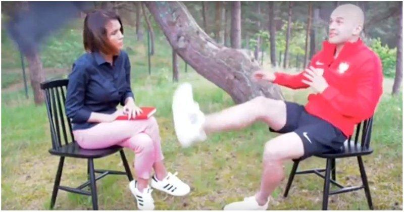 Польский футболист  легким движением ноги спас журналистку Польша, видео, поляк, реакция, спорт, футбол, футболист