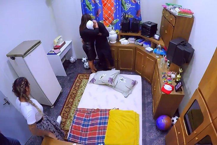 Помогали воссоздать дом его детства мама Надин и сестра Рафаэлла, которые позже появились на шоу. ynews, видео, детство, интересное, неймар, фото, футбол