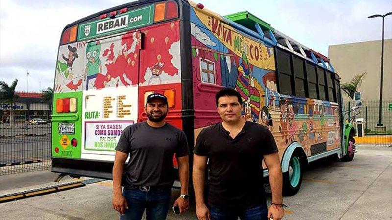 14. Фанаты из Мексики приехали на чемпионат на разрисованном автобусе. Расстояние, которое преодолели болельщики, составило 16 тыс км болельщики, болельщицы, девушки, красивые девушки, спорт, фанаты, футбол, чм-2018