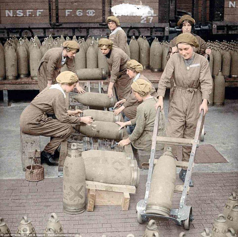 Военное производство на фабрике National Shell Filling Factory, где наполняли снаряды война, история, колоризация, колоризированные фото, первая мировая война, ретро фото, старые фотографии, фото