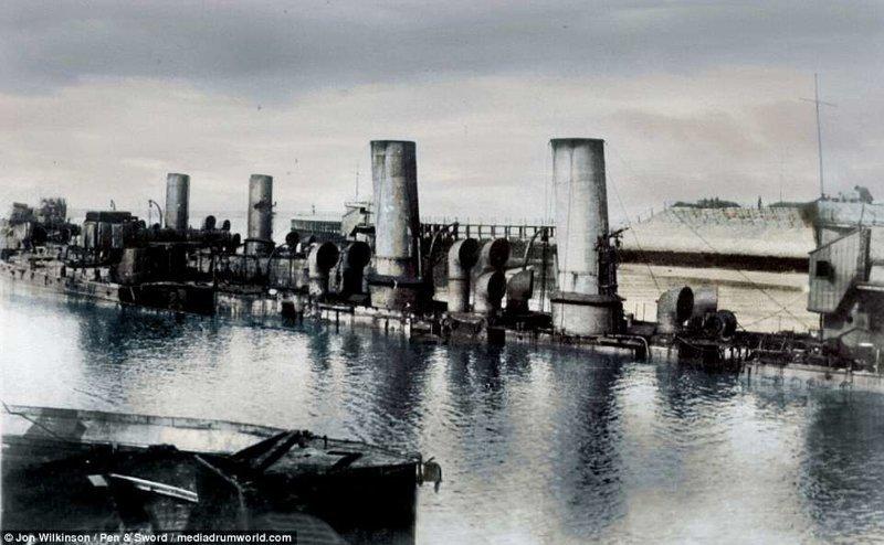 Движение корабля затрудняли три блокшипа (устаревшие корабли, переоборудованные под склады) - HMS Intrepid, HMS Iphigenia и HMS Thetis война, история, колоризация, колоризированные фото, первая мировая война, ретро фото, старые фотографии, фото