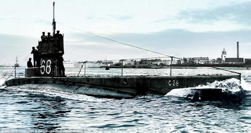 Британская подлодка под командованием лейтенанта Ричарда Сандфорда война, история, колоризация, колоризированные фото, первая мировая война, ретро фото, старые фотографии, фото