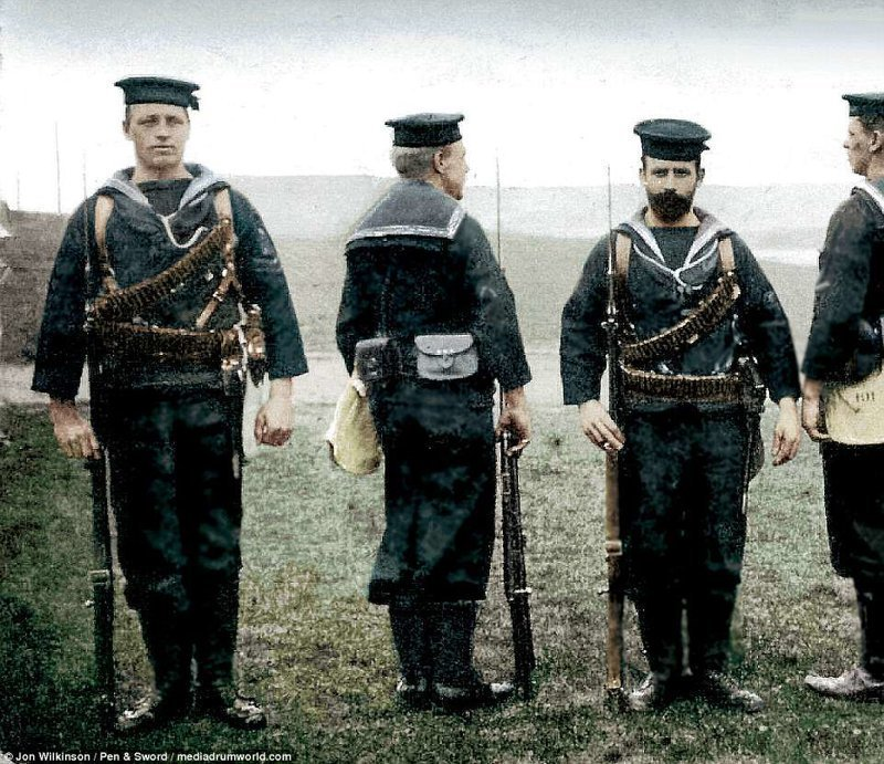 Служащие Королевской морской пехоты перед рейдом на Зебрюгге война, история, колоризация, колоризированные фото, первая мировая война, ретро фото, старые фотографии, фото