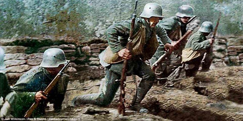Штурмовые отряды атакуют позиции союзников война, история, колоризация, колоризированные фото, первая мировая война, ретро фото, старые фотографии, фото
