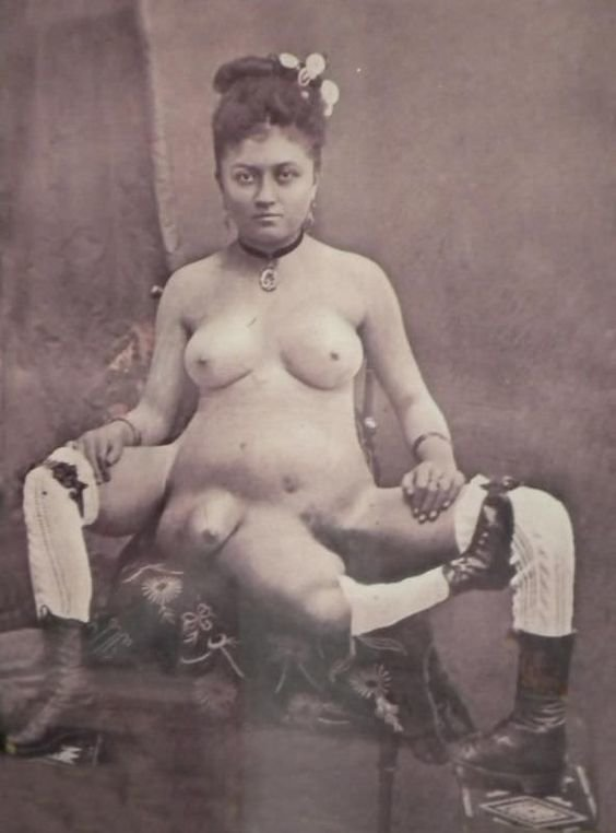 Бланше Дюмас. Родившись с тремя ногами, четырьмя грудями (две не ярко выраженные находились в районе лобка), а также двумя вагинами она завоевала небывалую популярность среди мучжин и стала известной куртизанкой, славясь непомерным сексаппетитом женщины, интересное, исторические фото, история, куртизанки, факты, фото