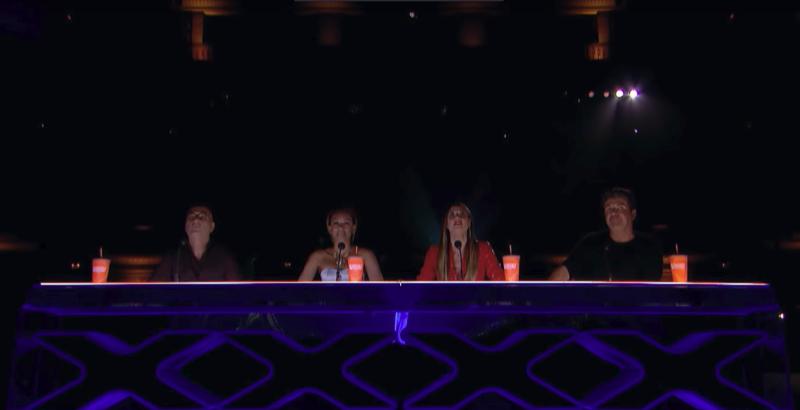 Жюри в составе комика и актера Хоуи Мендела, певицы Мелани Браун, супермодели Хайди Клум и продюсера шоу Саймона Коуэлла  единогласное одобрило их выступление и пропустило в следующий этап телепроекта America's Got Talent, видео, виртуальная реальность, интересное, технологии, украина, шоу