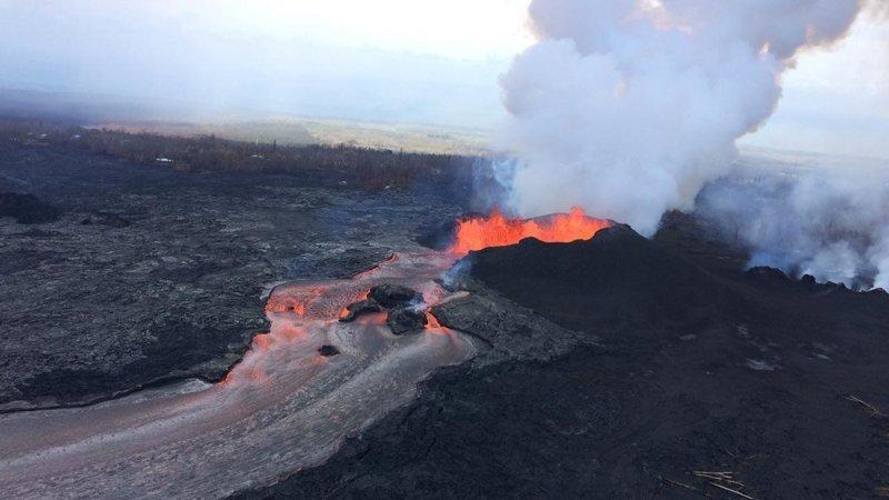 Сокровища под ногами: вулкан на Гавайях разбрасывает драгоценные хризолиты вулкан, гавайи, камни, сокровища, хризолиты