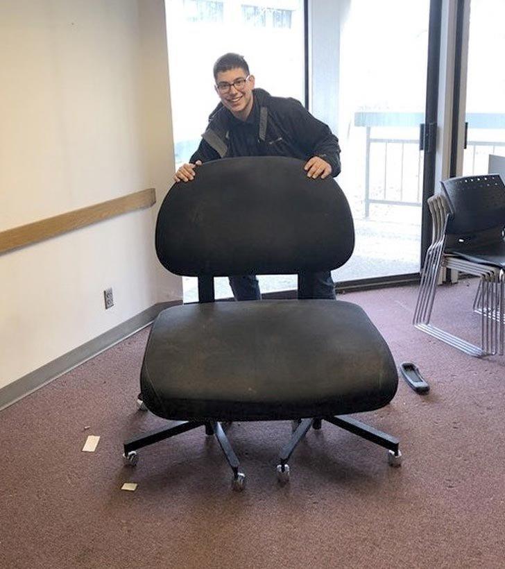 «Нашел на работе забавный большой стул» в мире, вещи, красота, люди, удивительно, что это такое