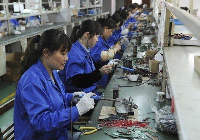 1. Сотрудники делают монтажные платы на заводе электронных компонентов в Хэфэе, Китай азия, заводы, индия, китай, масштабы, производство, фабрики китая, фото